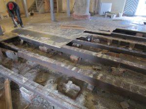 Der Boden der Stadtkirche in der Renovierungsphase.